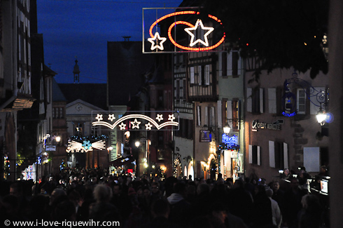 Christmas atmosphere in the main street of the lower part of Riquewihr.