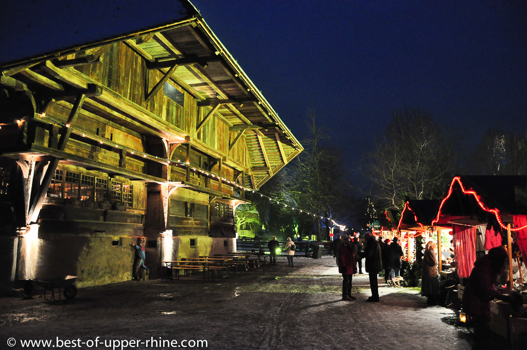 Impressive farmhouse as a background for the Christmas market