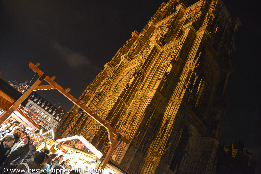 Impressive cathedral of Strasbourg overlooking the Christmas market