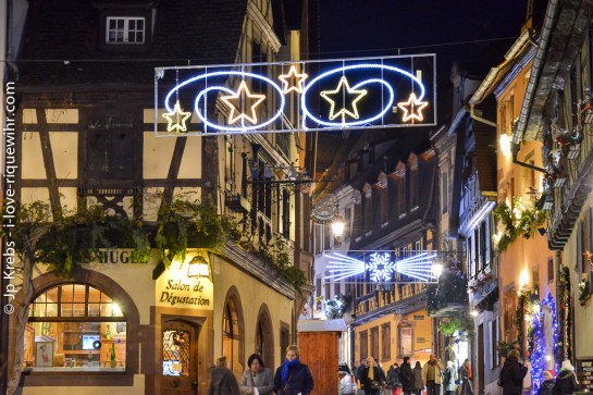 Christmas atmosphere in the main street of the upper part of Riquewihr.