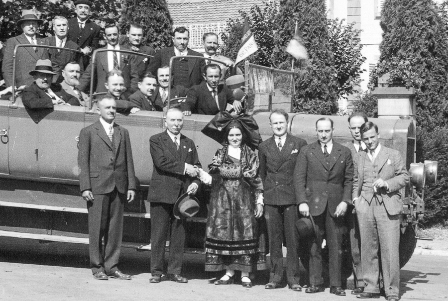 On this picture from 1932, Julien Dopff (foreground on the left) welcomes Parisian sommeliers to Riquewihr.