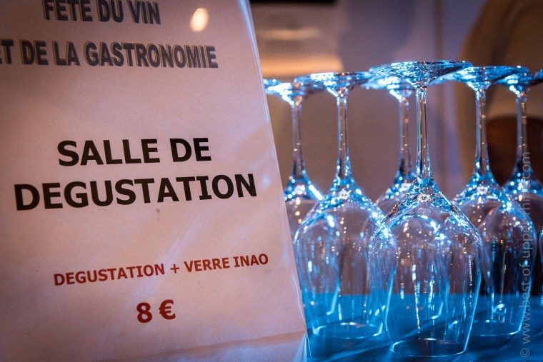 For the modest price of 6 € + 2 € for the purchase of the tasting glass, fans of great wines had access to the tasting room.