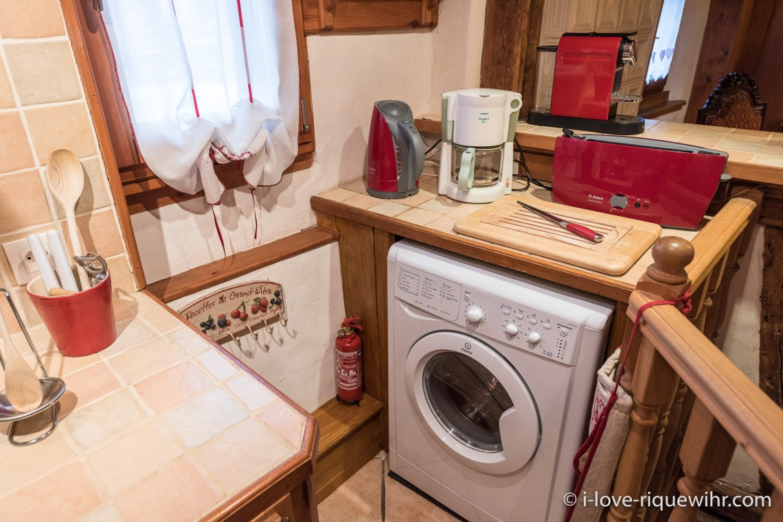 The kitchen of the Dove's Nest in Riquewihr, with the washing machine for your long stay