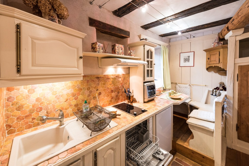The kitchen of The Gobelin's romantic Studio, charming studio with great comfort and Large double bed in Riquewihr for 2 persons