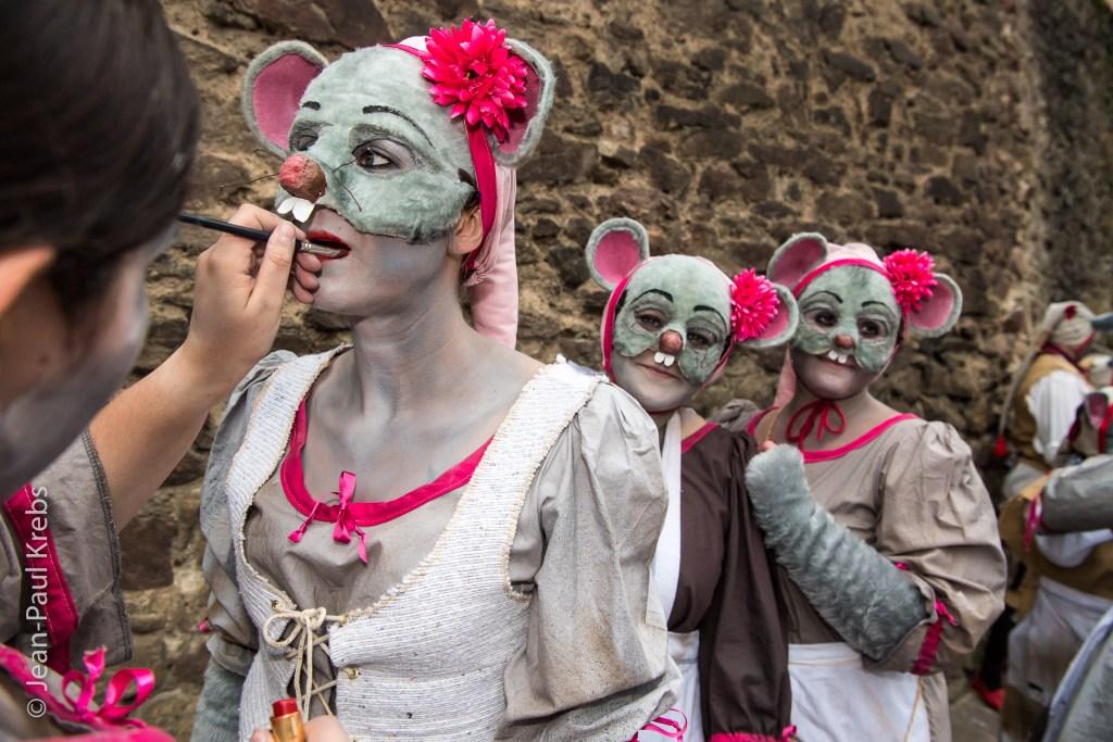 Behind the scenes of the Pfifferdaj, workshops, costumes, makeup ...