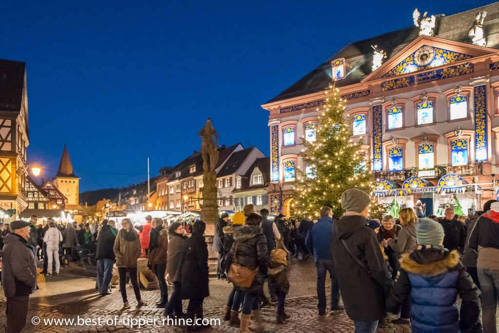 Christmas market (Adventsmarkt) in Gengenbach in Germany. In the background, the town hall transformed into a giant Advent calendar.