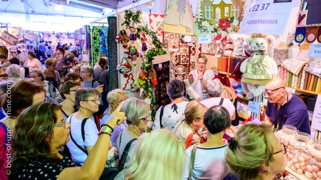 At the European Patchwork Crossroads of Sainte-Marie-aux-Mines, the booths of the 150 exhibitors are taken by storm!