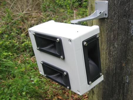 front panel of the four speaker Sentinel ultrasonic bird, pigeon and fox repeller