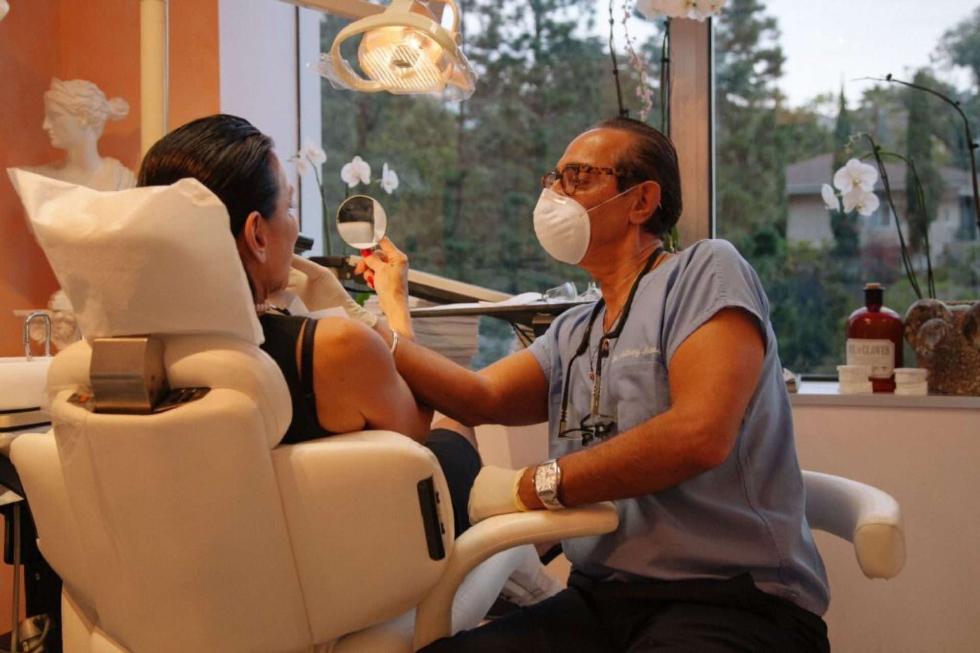 celebrity-dentist-mobasser-lab-and-a-patient