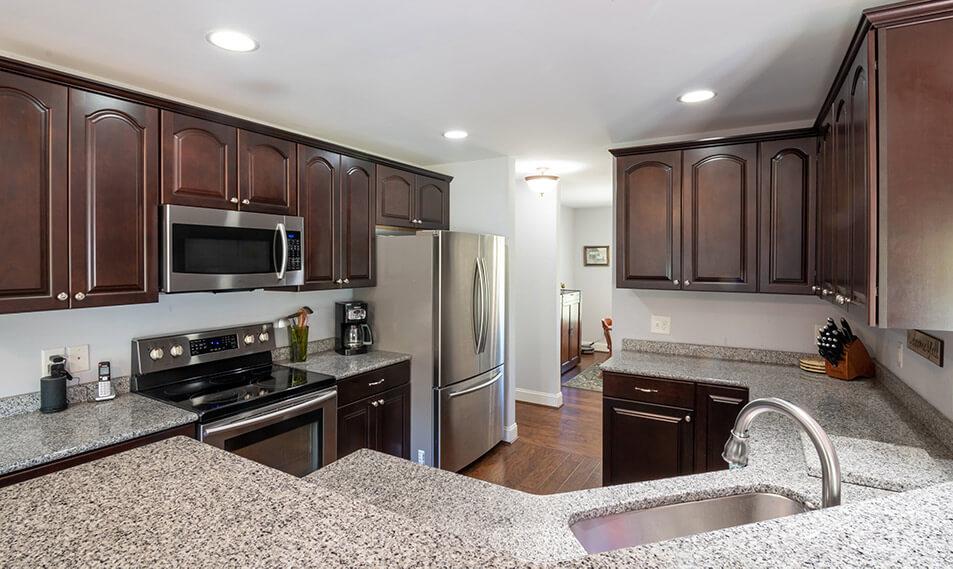 kitchen countertops width