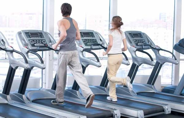 What are the benefits of running on a treadmill daily?