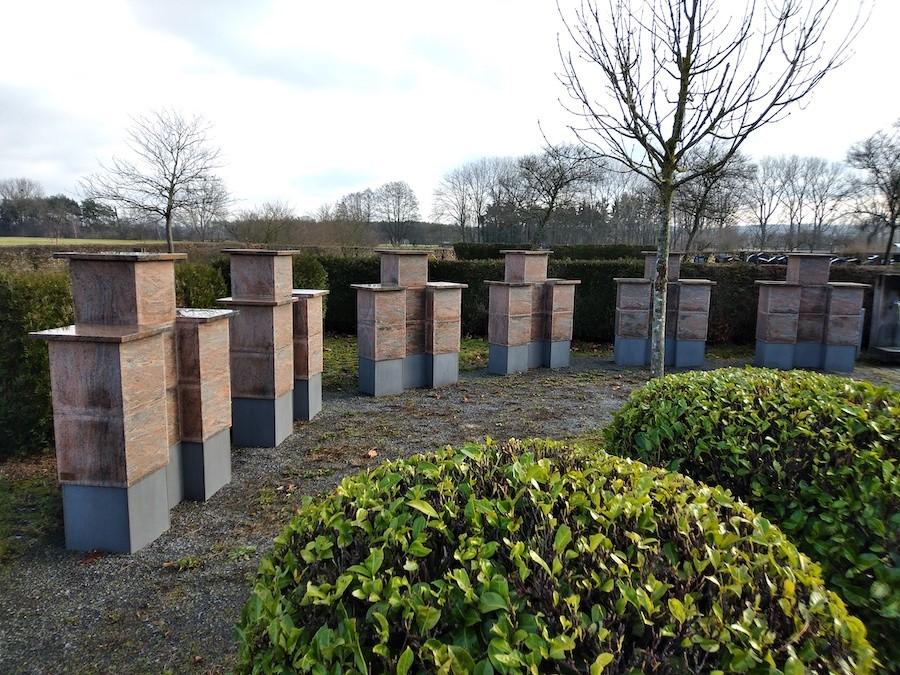 Urnenstele Friedhof Neuthard