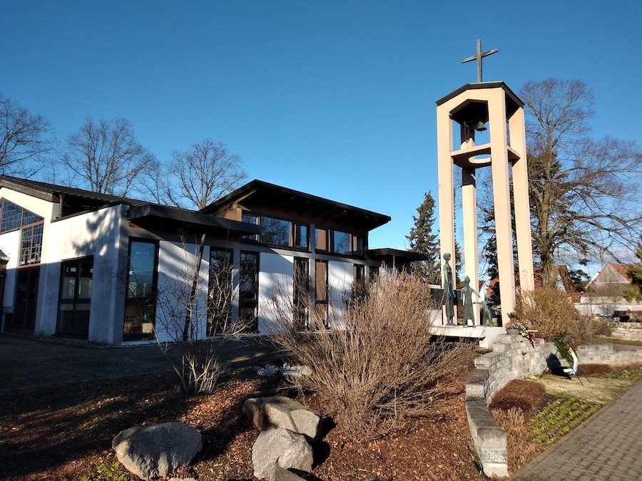 Friedhof Spöck - Glockenturm und Denkmal