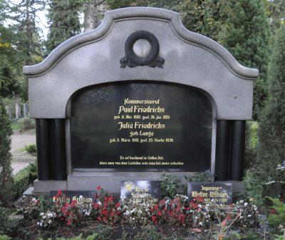g Deutsch: Grabstätte der Familie von Emil Paul Friedrichs