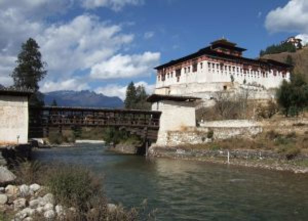 rinpung dzong by the river