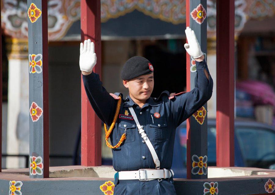 Cảnh sát Bhutan. Ảnh bởi Lindsay Brown.