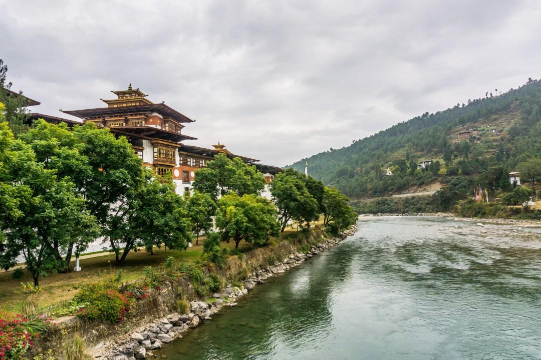 Phong cảnh tuyệt đẹp là thế, nhưng quy định du lịch tại Bhutan lại rất khắt khe cho du khách để đến đây.