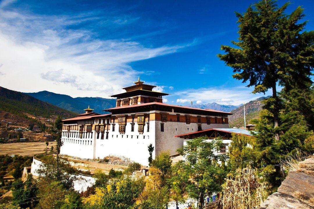 Bhutan nằm cách mực nước biển hơn 2,000 mét, đồng nghĩa với việc bạn dễ tiếp xúc ánh nắng mặt trời hơn bao giờ hết.