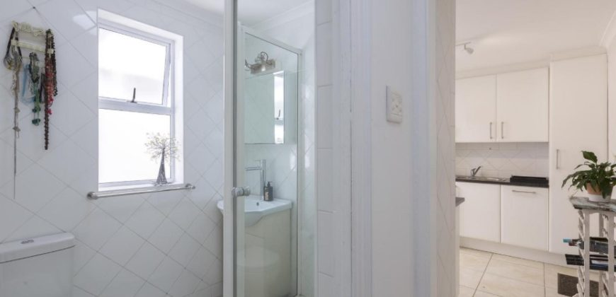 Sea Point Cottage, Lock up and Go 2 Bedroom Jewel
