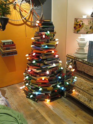 A Christmas Tree Made of Books (2/2)