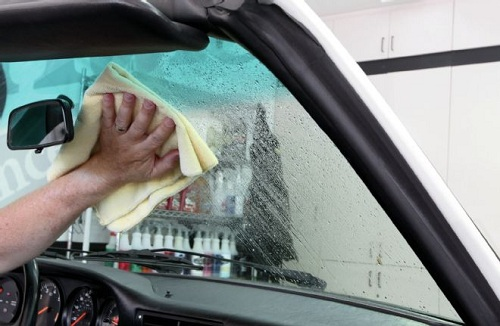 A Simple Guide to Interior Car Cleaning Routine
