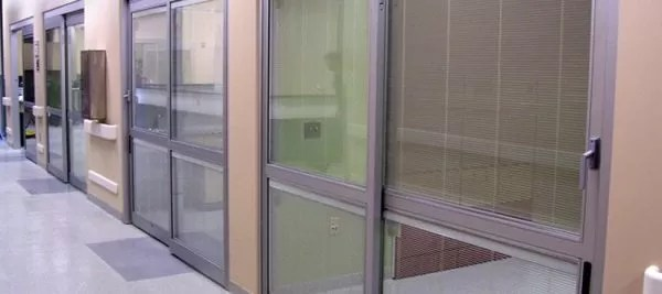 DURA-CARE 7000: TWO, THREE, OR FOUR-PANEL MANUAL SLIDING DOOR SYSTEM