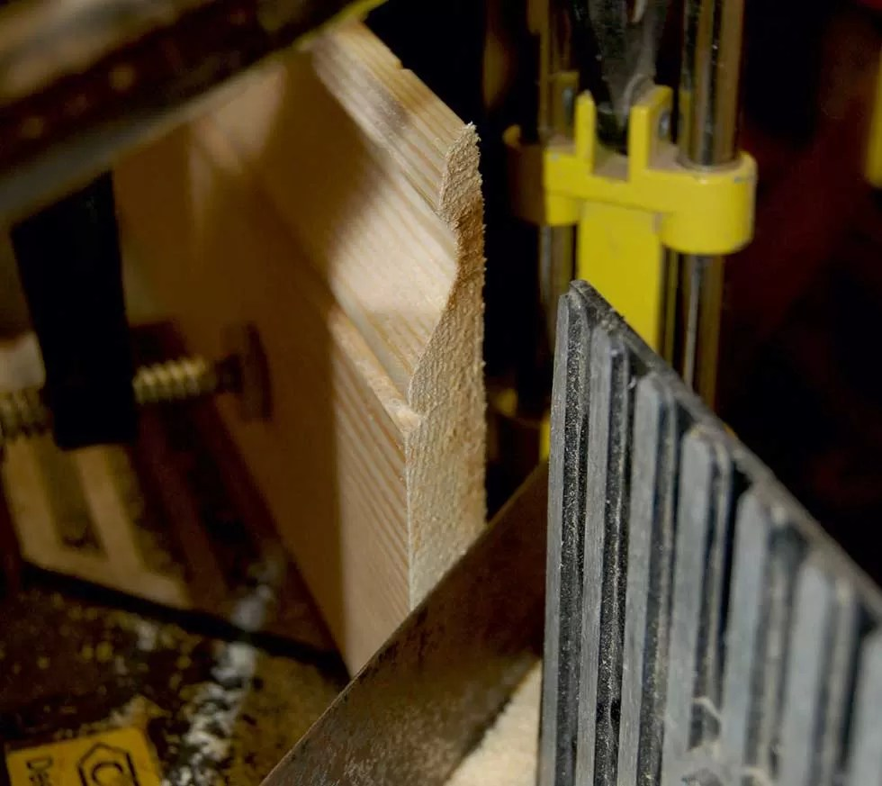 How-To-Fit-Skirting-Boards-Cut-External-Mitre