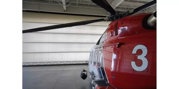 Single-leaf aviation hangar door systems