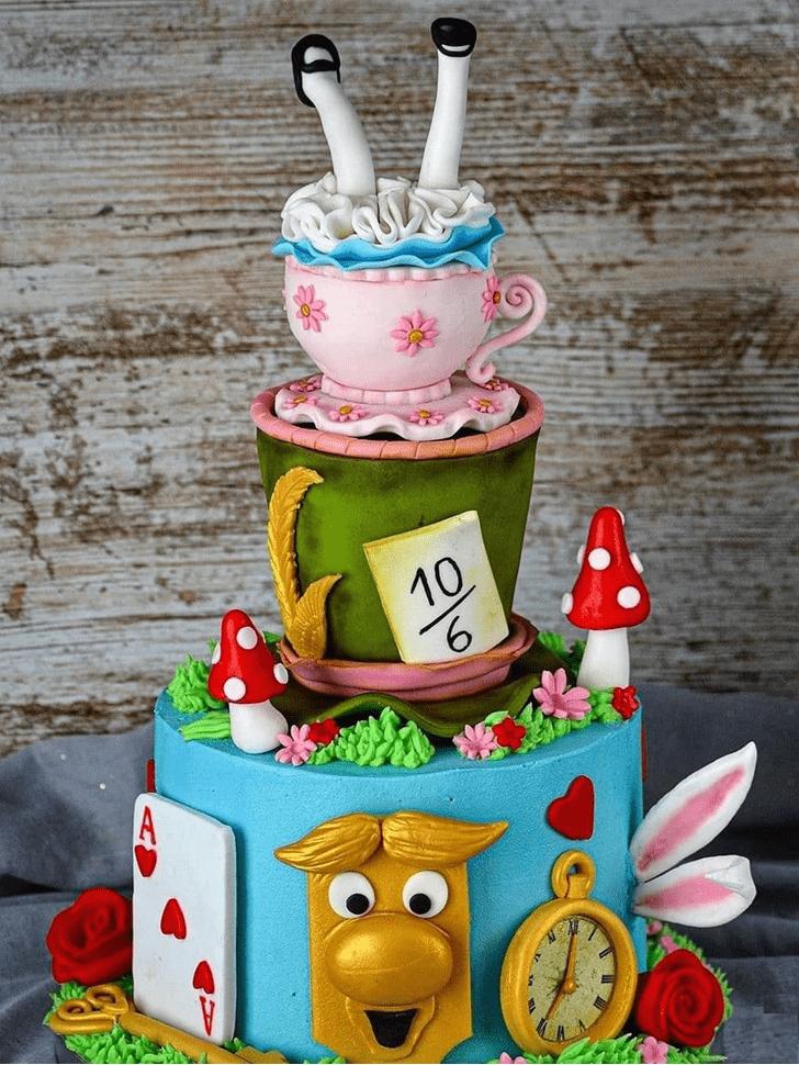 Fetching Alice in Wonderland Cake