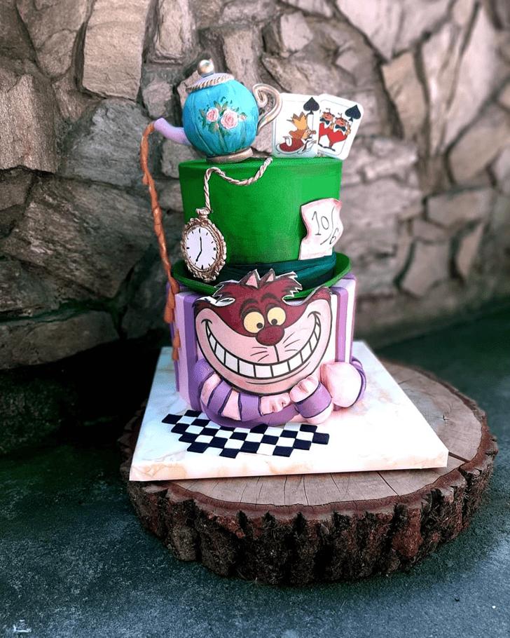 Inviting Alice in Wonderland Cake