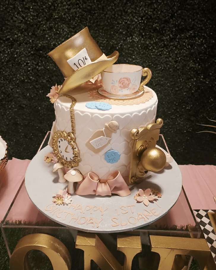 Wonderful Alice in Wonderland Cake Design
