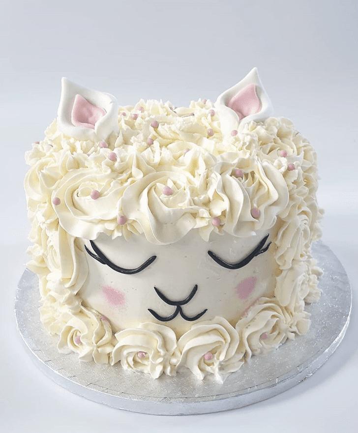 Inviting Alpaca Cake