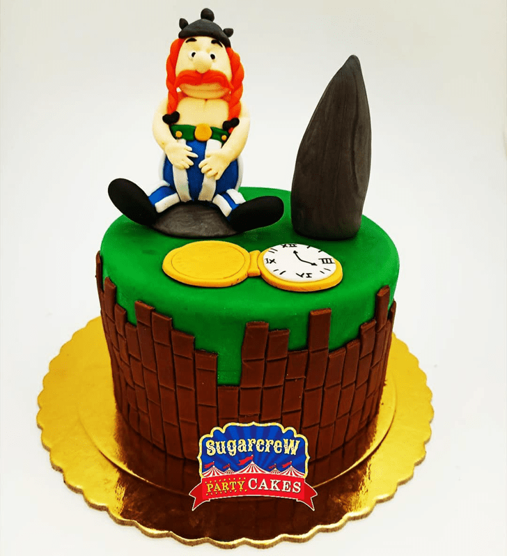 Shapely Asterix Cake