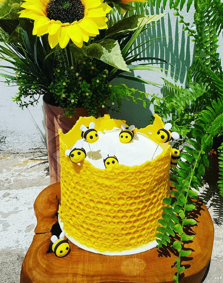 Alluring Bee Cake