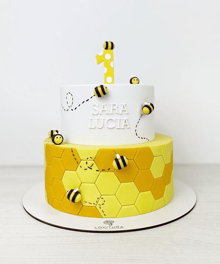 Good Looking Bee Cake