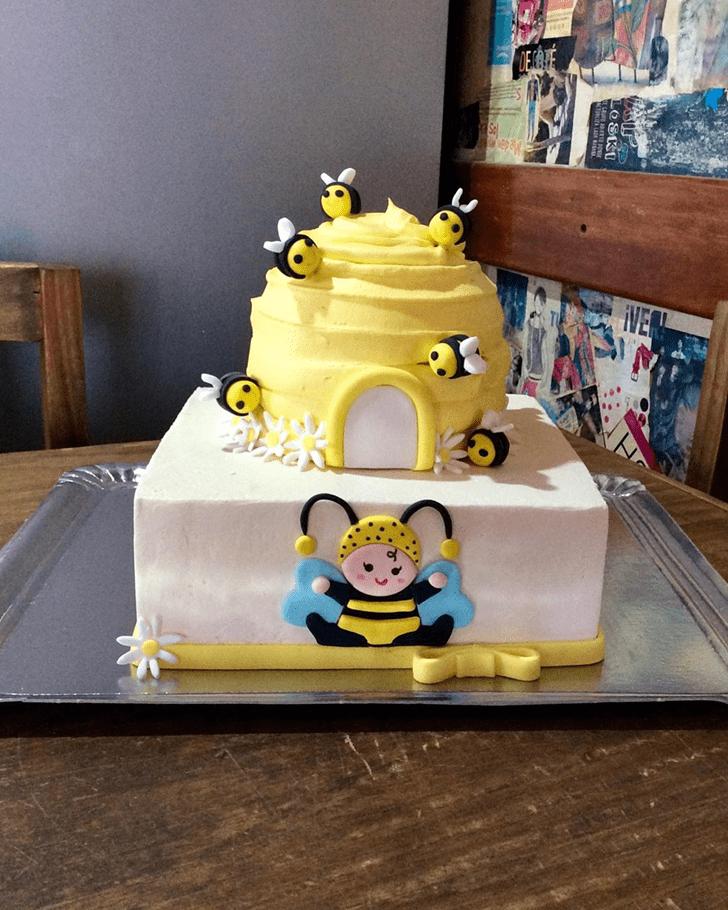 Graceful Bee Cake