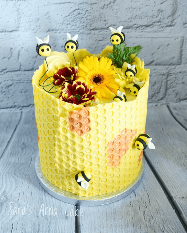 Pretty Bee Cake