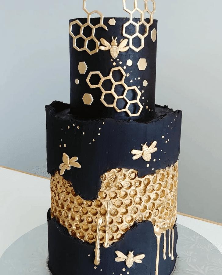 Superb Bee Cake