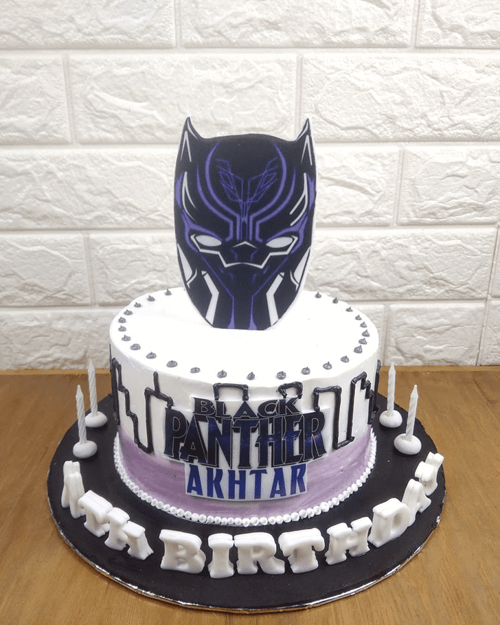 Comely Black Panther Cake