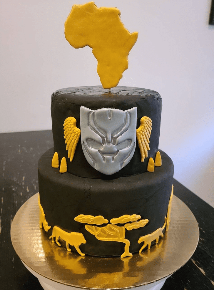 Delicate Panthere Black Panther Cake