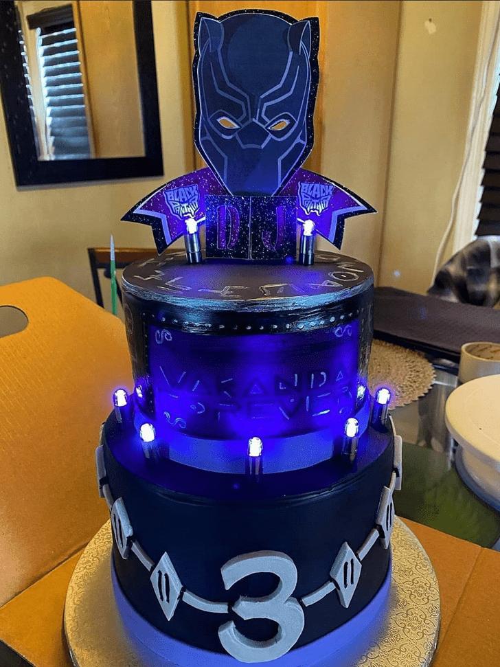 Nice Black Panther Cake