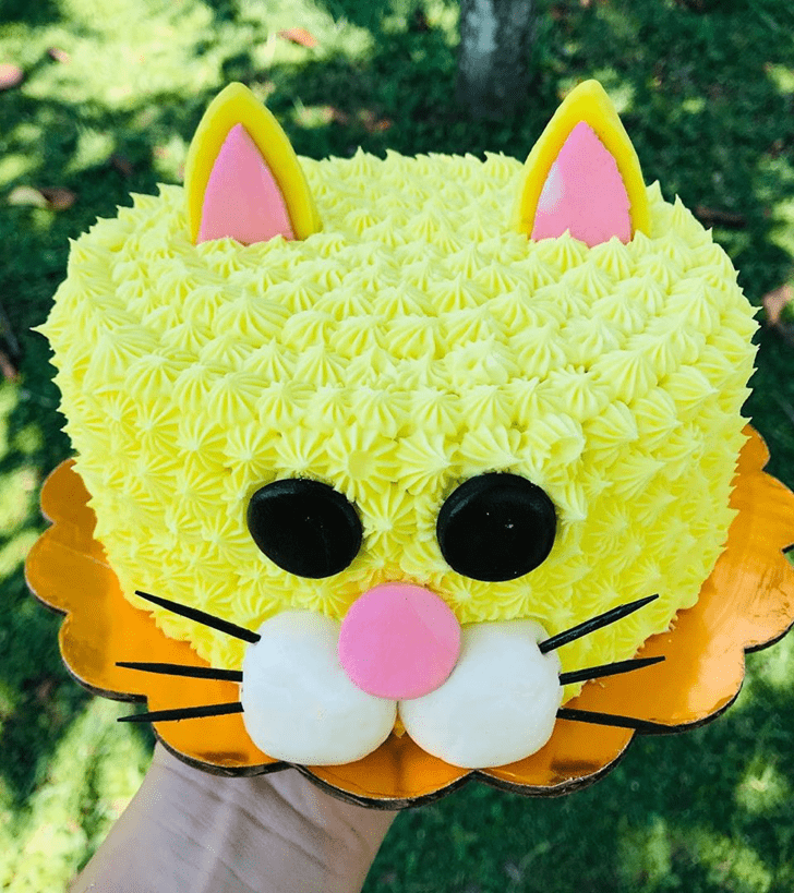 Comely Cat Cake