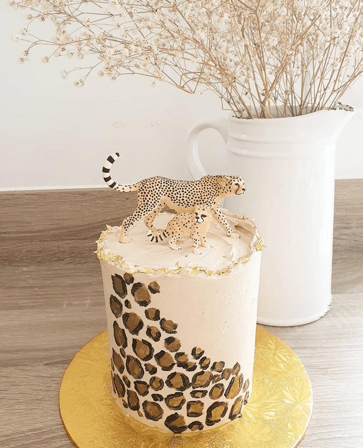 Inviting Cheetah Cake