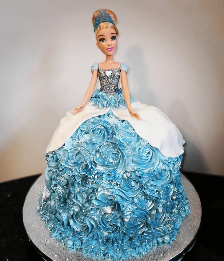 Exquisite Cinderella Cake