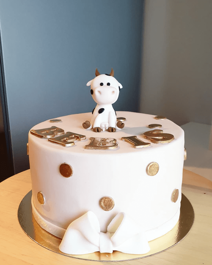 Admirable Cow Cake Design