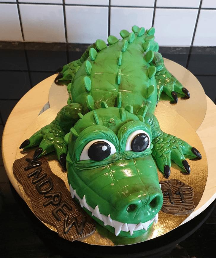Grand Crocodile Cake