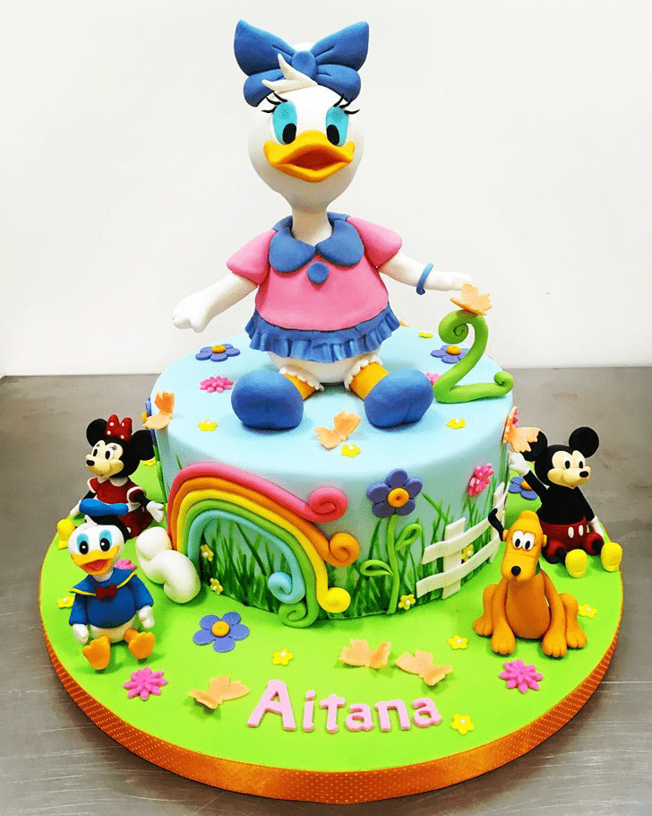 Charming Daisy Duck Cake
