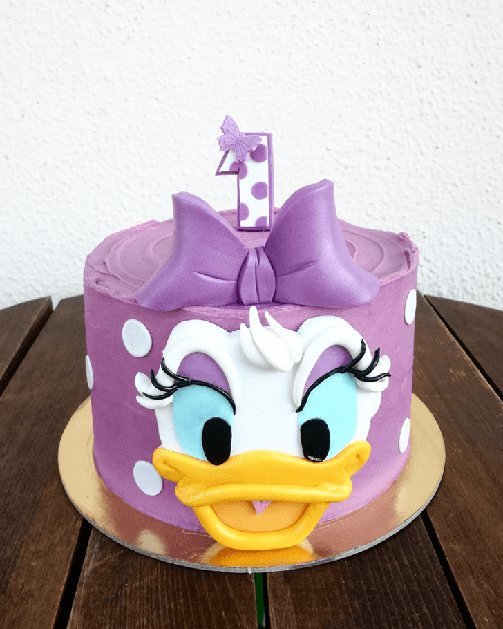 Comely Daisy Duck Cake