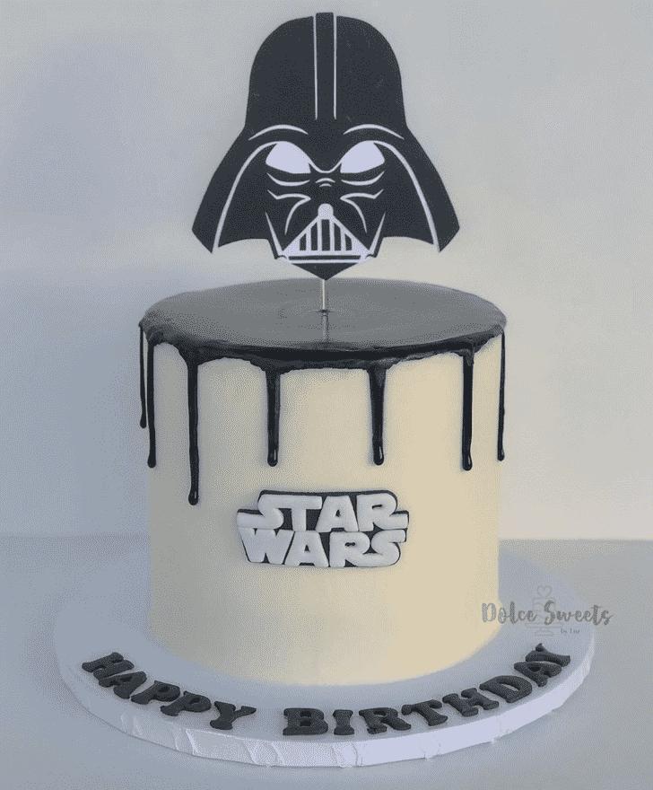 Admirable Darth Vader Cake Design