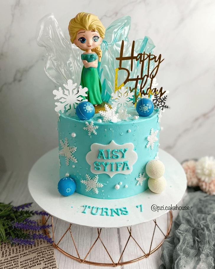 Inviting Disneys Elsa Cake